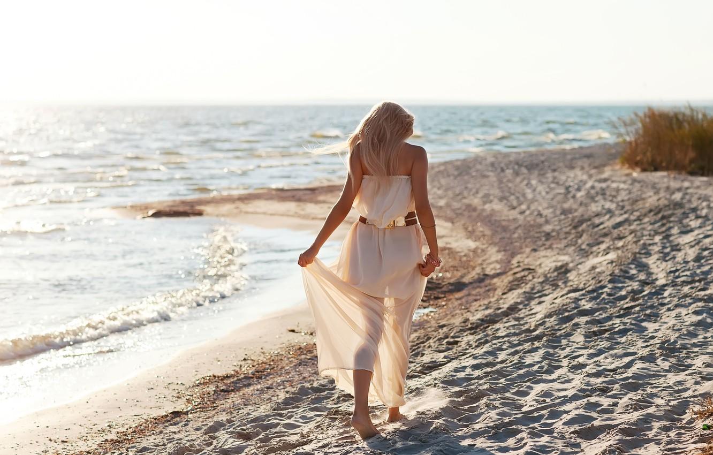 Картинки девушки блондинки на пляже видео порно две