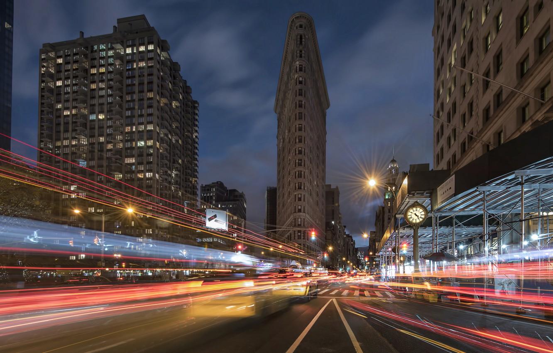 Фото обои дорога, улица, здания, Нью-Йорк, ночной город, Манхэттен, Manhattan, New York City, небоскрёб, Flatiron Building, Флэтайрон-билдинг