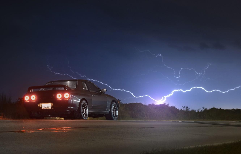 Фото обои дорога, небо, молния, сзади, Nissan, GT-R, R32