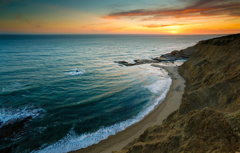 Фото обои море, волны, пляж, небо, закат, скалы, берег