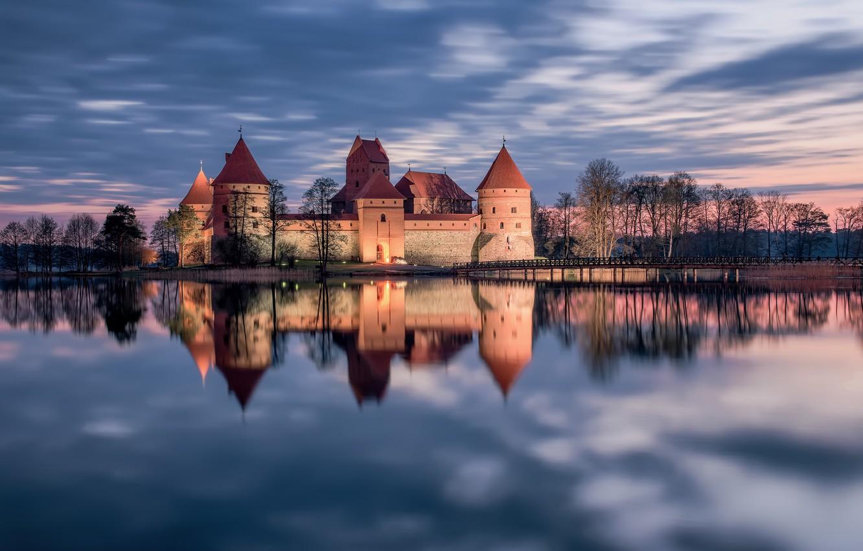 Фото обои закат, озеро, отражение, замок, Литва, Тракай, Trakai, Lithuania