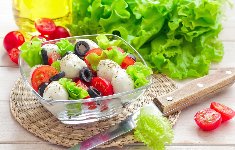 Фото обои масло, сыр, нож, посуда, помидоры, салат, маслины, закуска, базилик, капрезе, моцарелла, caprese