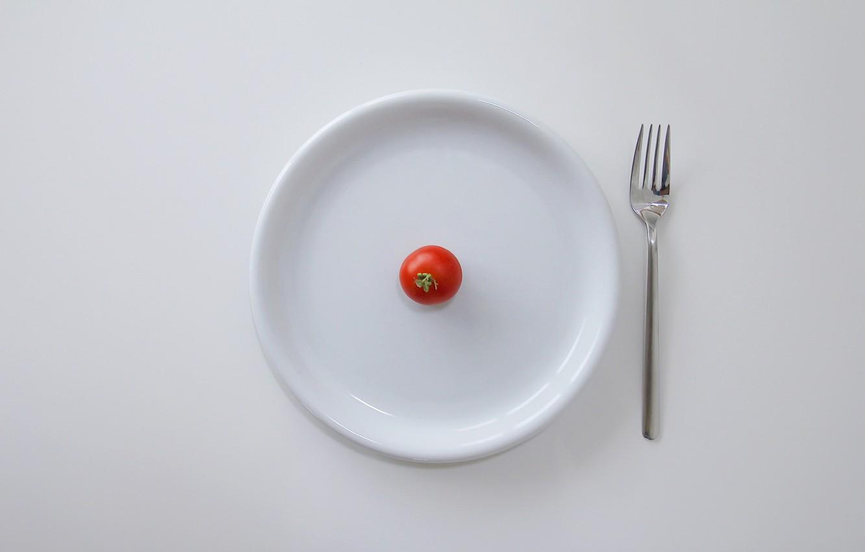 Фото обои тарелка, вилка, помидор