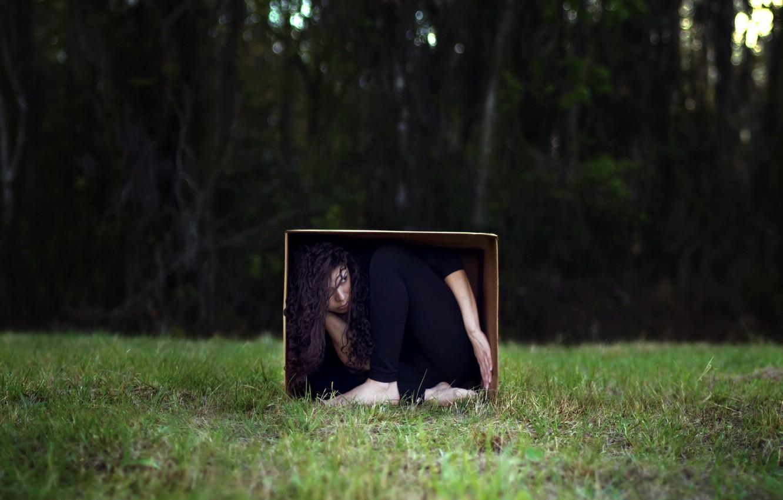 Девушка в коробке картинка