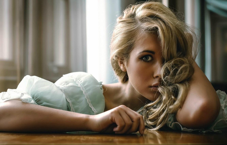 Фото обои глаза, взгляд, девушка, волосы, блондинка, raphaella mcnamara