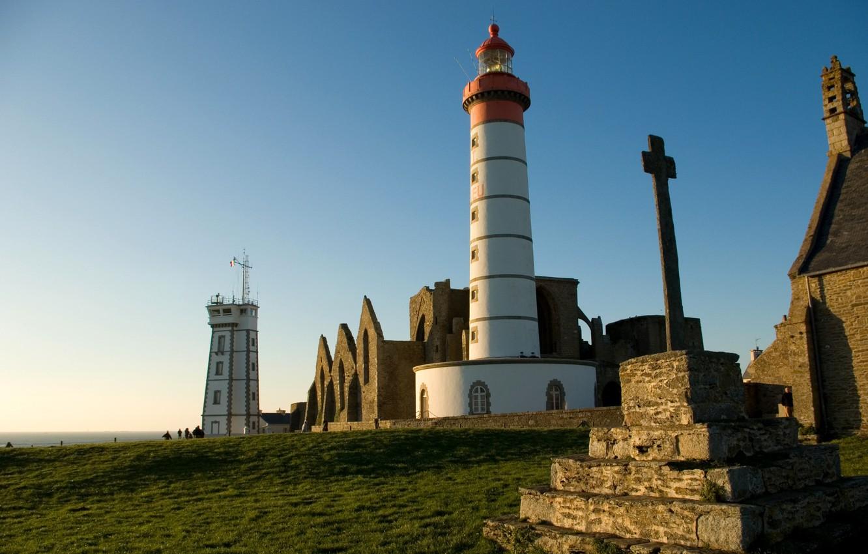 Фото обои море, небо, побережье, Франция, маяк, горизонт, солнечно, Pointe Saint-Mathieu