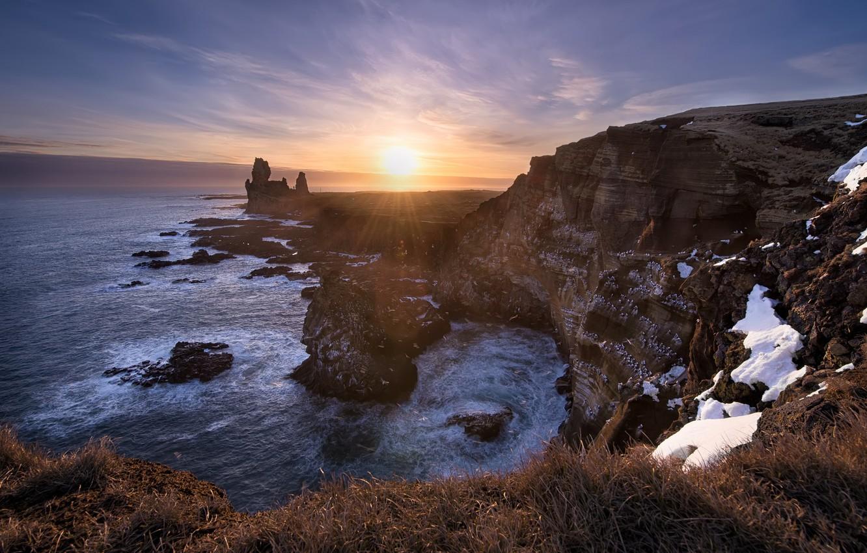 Фото обои зима, море, солнце, лучи, снег, скалы, утро