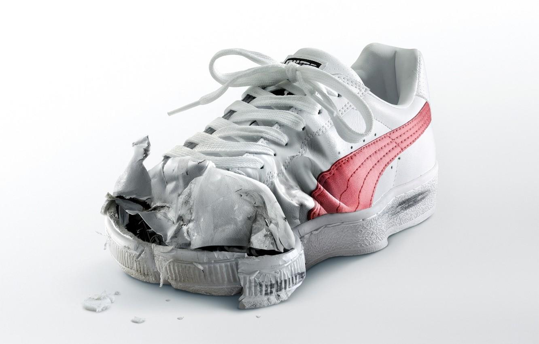 Фото обои белый, порваный, кросовок