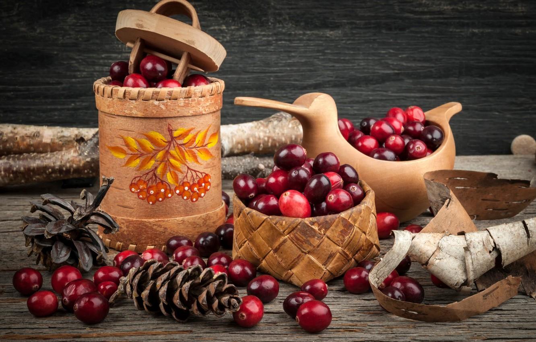 Фото обои ягоды, палки, корзинка, шишки, короб, береста, клюква, туесок
