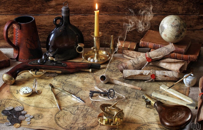 Фото обои карты, книги, бутылка, свеча, трубка, ключ, монеты, компас, глобус, циркуль, пистоль