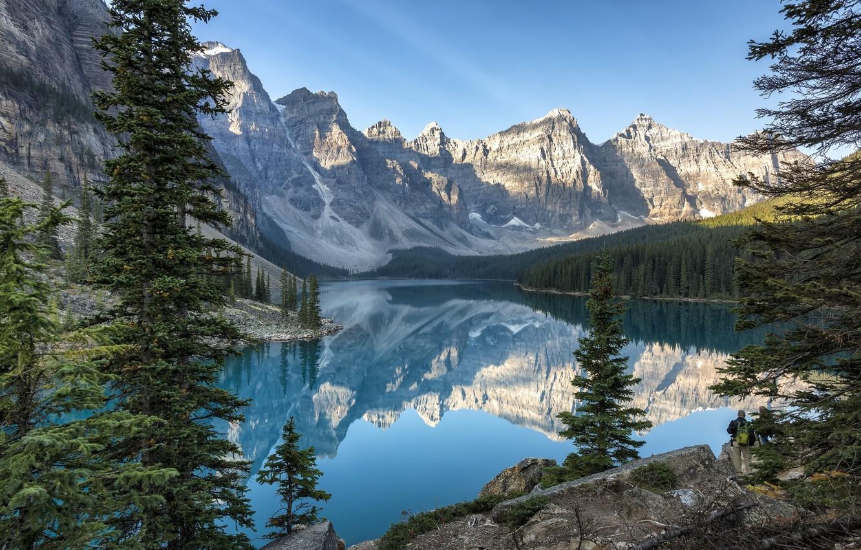Фото обои небо, деревья, горы, природа, озеро, отражение, камни, Banff National Park, канада, Moraine Lake