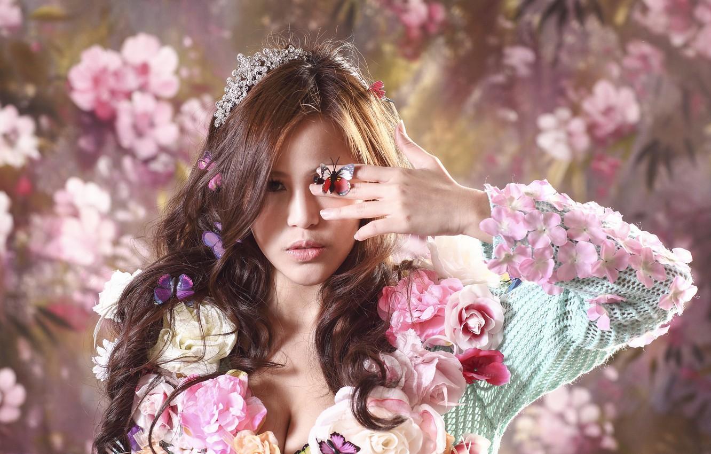 Фото обои девушка, цветы, лицо, стиль, фон, бабочка, волосы, азиатка