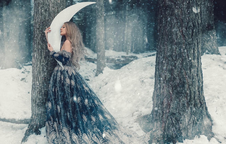 Фото обои зима, лес, девушка, снег, деревья, волосы, мило, месяц, платье, фея, снегопад, сказочно, обои от lolita777