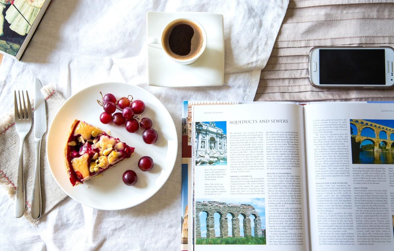 Фото обои кофе, пирог, виноград, нож, книга, телефон, вилка