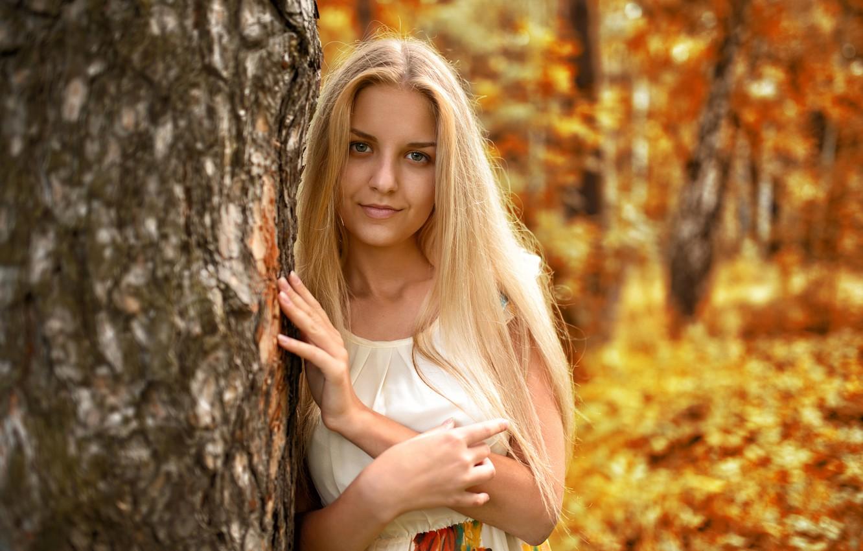 Фото обои осень, взгляд, листья, девушка, лицо, милая, модель, портрет, платье, блондинка, light, golden, красивая, nature, young, …