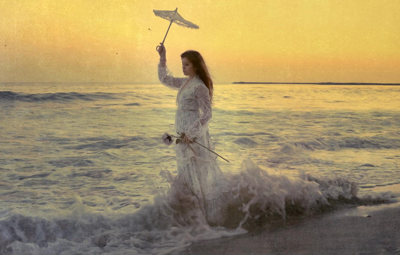 Фото обои море, волны, девушка, стиль, зонт