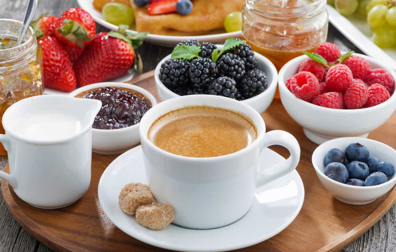 Фото обои ягоды, малина, завтрак, черника, клубника, fresh, ежевика, coffee, cream, berries, breakfast, jem