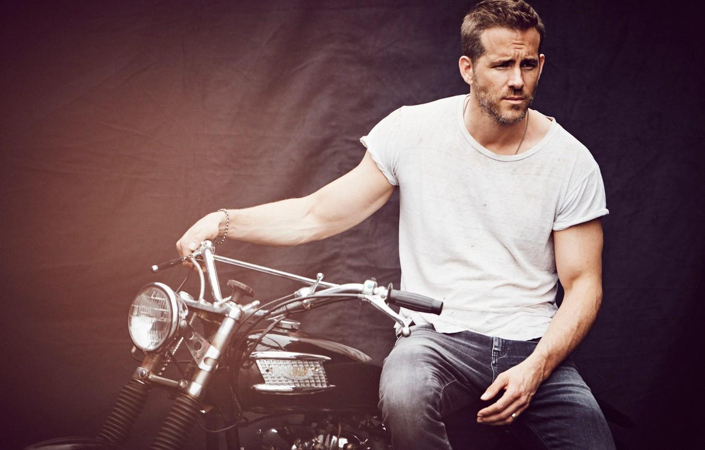 Фото обои фон, джинсы, футболка, мотоцикл, актер, Райан Рейнольдс, Ryan Reynolds, журнал, фотосессия, InStyle, 2015, Matthew Brookes