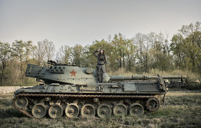 Фото обои девушка, танк, форма, бронетехника