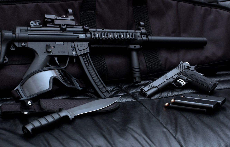 Фото обои пистолет, маска, нож, автомат, винтовка, магазин
