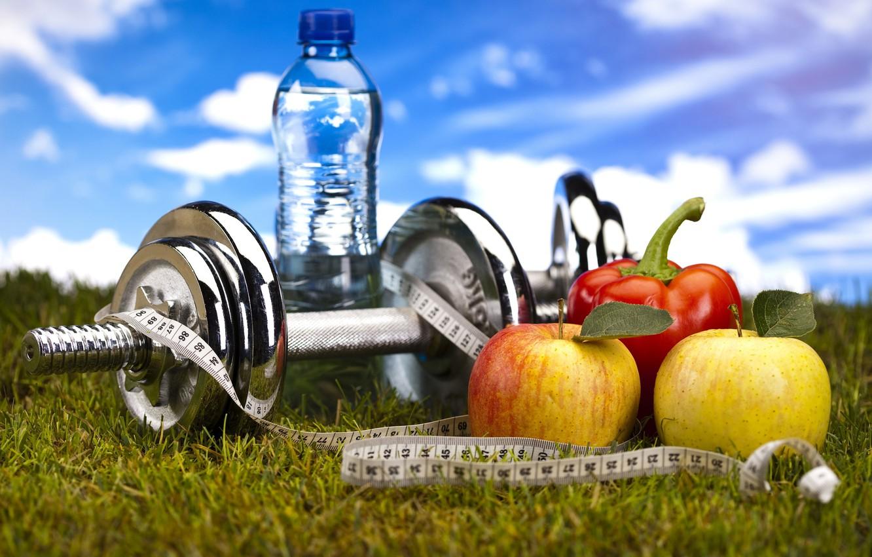 Обои Вода, бутылка, гантели, яблоки. Спорт foto 6