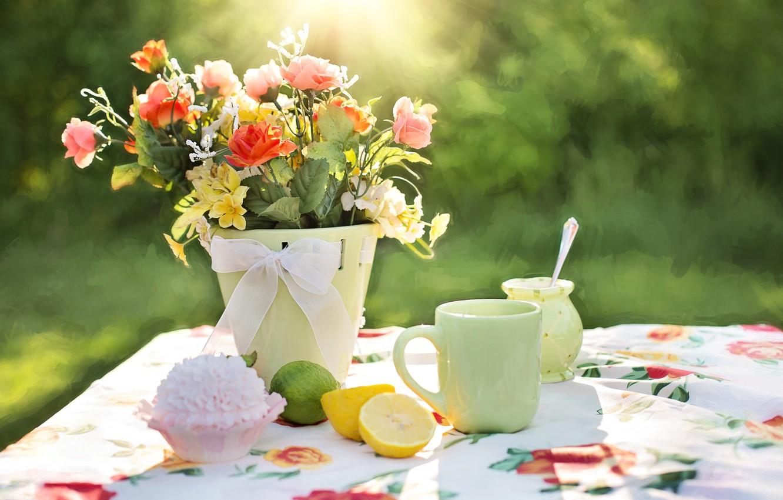 Фото обои цветы, чашка, ваза, пирожное, лимоны, скатерть, cтол