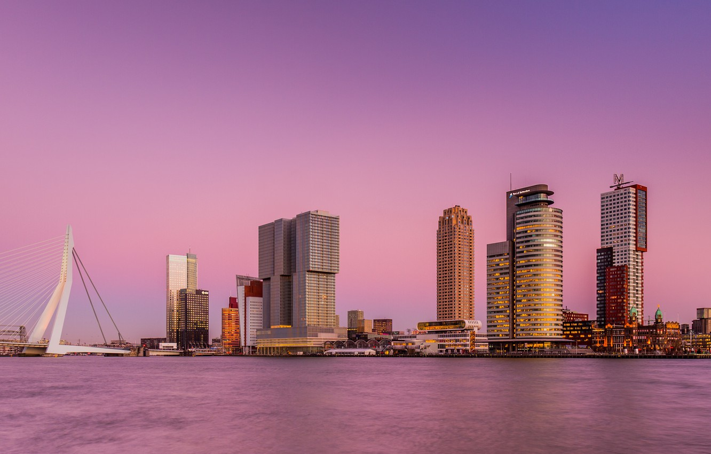 Фото обои небо, мост, город, река, небоскребы, розовое, Нидерланды, Роттердам