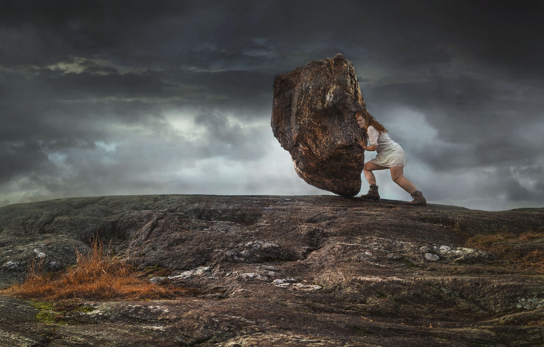 Фото обои девушка, камень, валун, Геракл