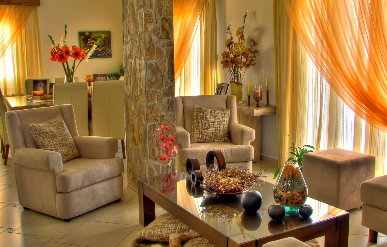 Фото обои цветы, стол, мебель, окна, стулья, подушки, свечи, Комната, кресла, фотографии, пуфик, столик, орхидея, вазы, декорация, …