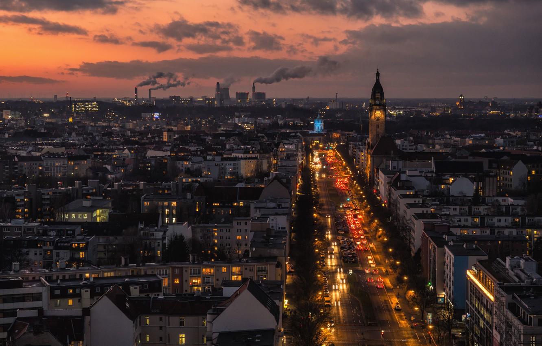 Фото обои облака, проспект, башня, Германия, трафик, церковь, сумерки, автомобили, Берлин, дымовые трубы