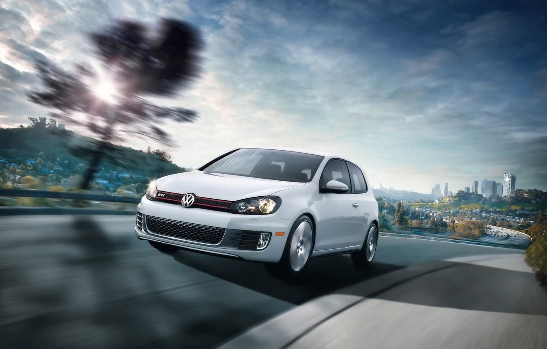 Фото обои белый, скорость, Volkswagen, Golf VI GTI