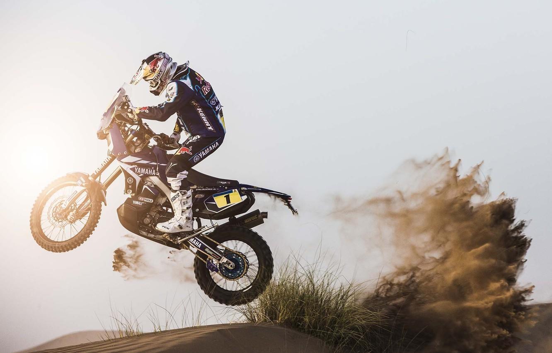 Фото обои Солнце, Песок, Спорт, Скорость, День, Мотоцикл, Гонщик, Мото, Yamaha, Rally, Dakar, Вид сбоку, Дюна