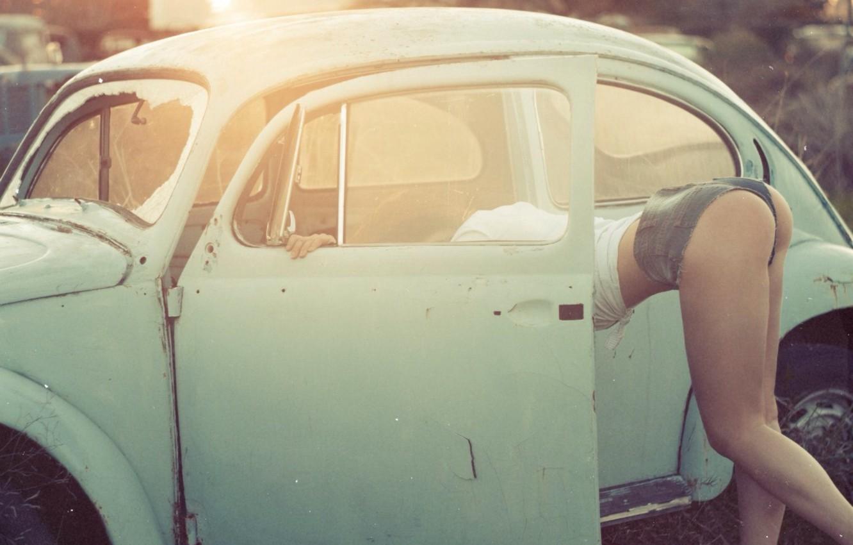 Фото обои авто, попа, девушка, модель, Volkswagen, ножки, Beetle, Настя, Пантелеева