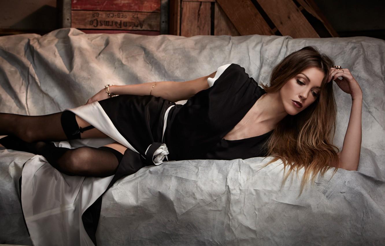 Фото обои девушка, чулки, платье, актриса, лежит, шатенка, Кэти Кэссиди, Katie Cassidy