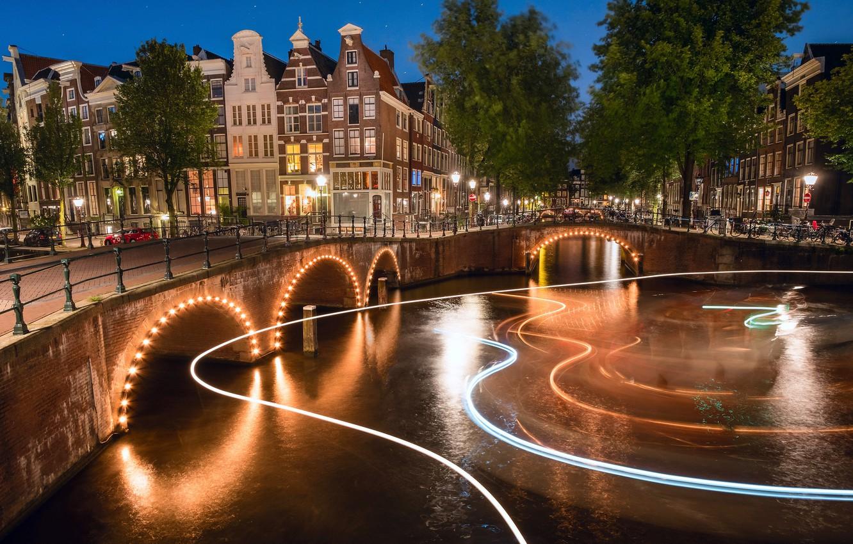 Фото обои свет, ночь, город, огни, Амстердам, канал, Нидерланды