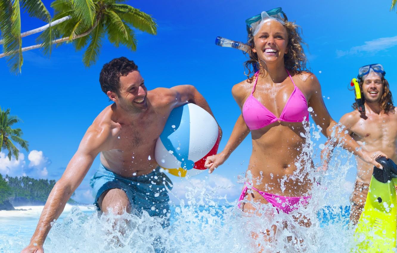 Фото обои wet, sea, fun, friends, bikini
