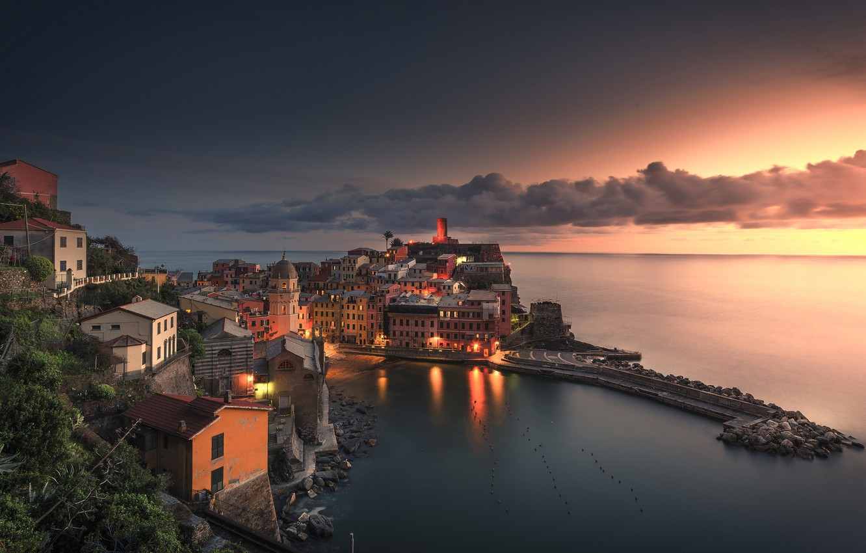 Фото обои море, закат, побережье, здания, бухта, Италия, Italy, Лигурийское море, Вернацца, Vernazza, Cinque Terre, Чинкве-Терре, Лигурия, ...