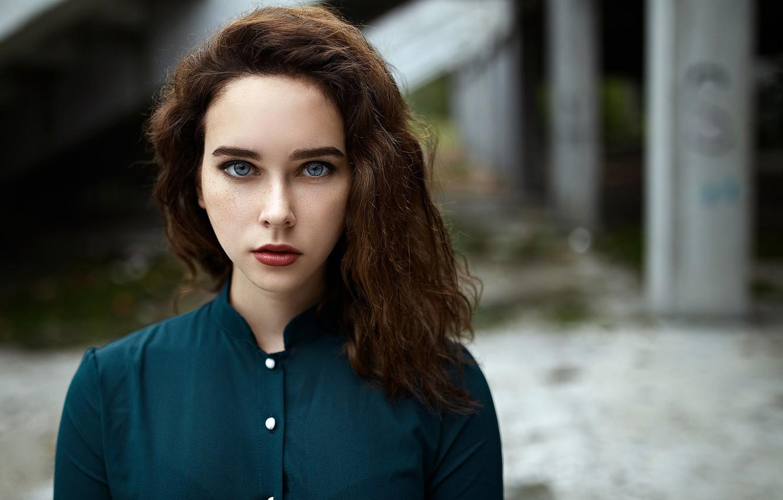 Фото обои взгляд, девушка, милая, портрет, макияж, помада, веснушки, light, рыжая, рубашка, красивая, прелесть, young, голубоглазая, beautiful, …