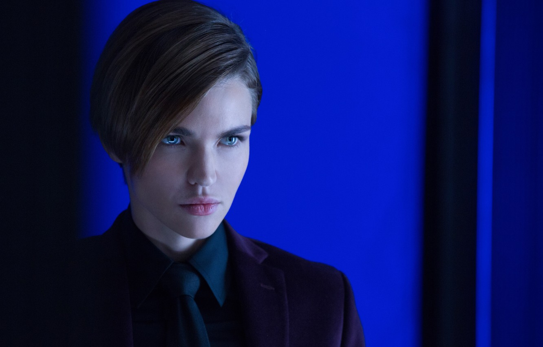 Фото обои cinema, wallpaper, girl, hitman, green eyes, woman, beautiful, short hair, pretty, movie, face, assassin, film, …