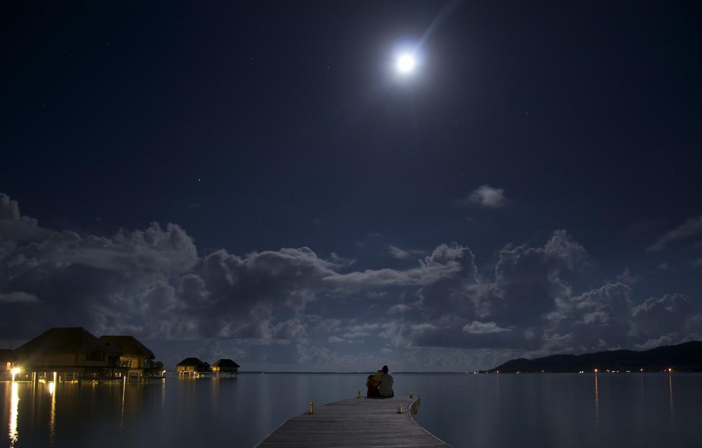 Фото обои ночь, океан, луна, романтика, двое