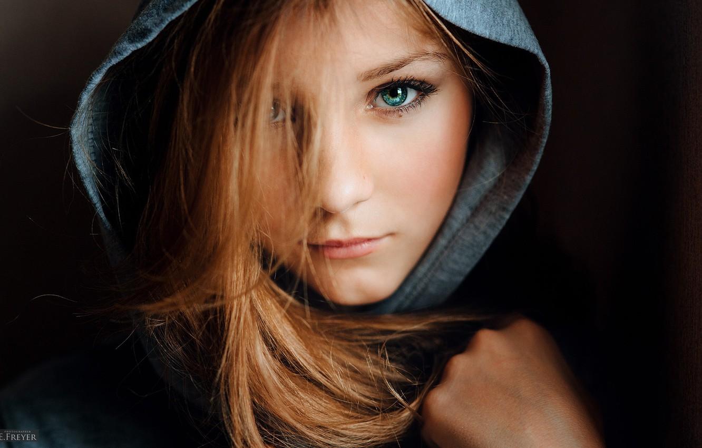 Фото обои глаза, взгляд, девушка, капюшон