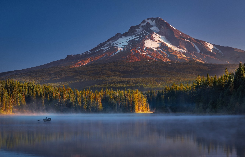 Фото обои осень, лес, свет, озеро, лодка, человек, гора, Орегон, тени, США, штат, Маунт Худ, Триллиум