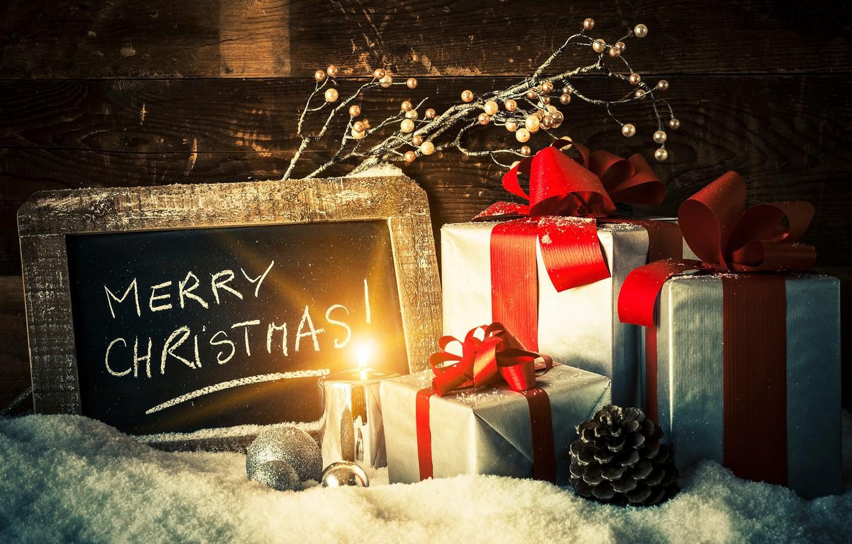 Фото обои шарики, снег, праздник, игрушки, доски, новый год, рождество, свеча, ветка, подарки, шишка, коробки