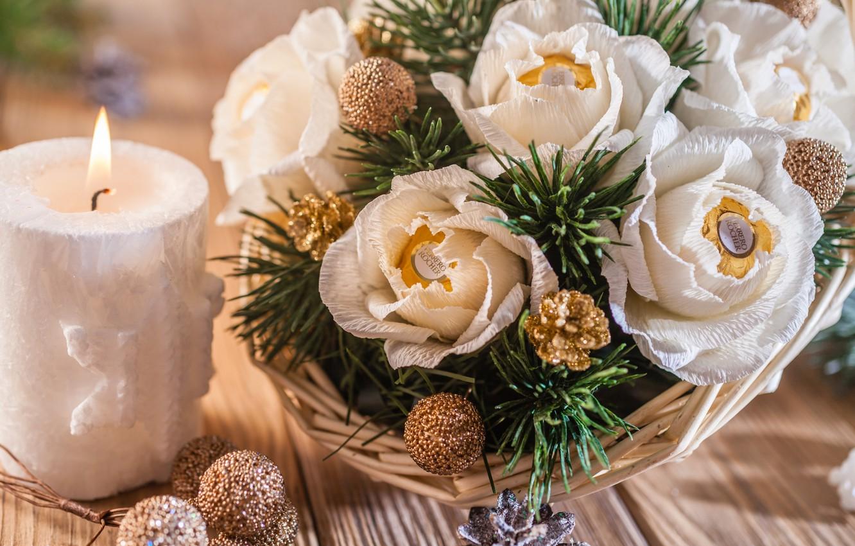 Фото обои корзина, свеча, ель, конфеты, шишки, декор, композиция