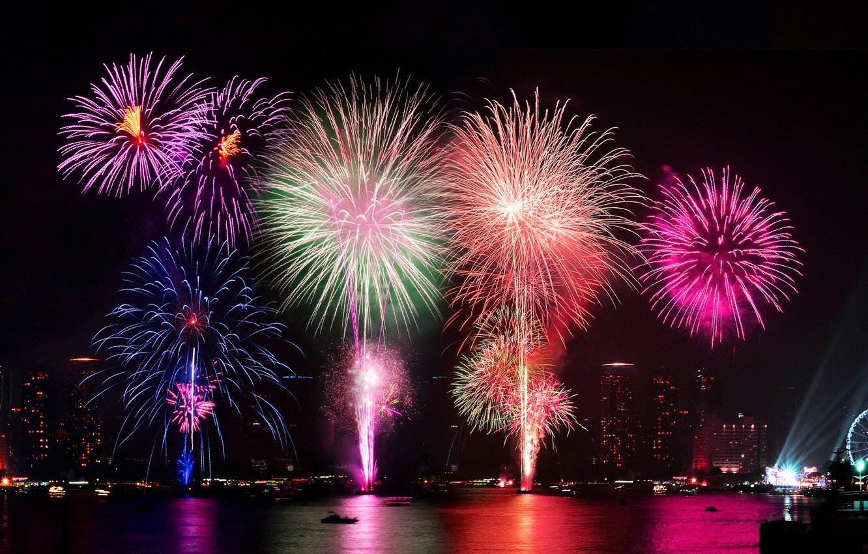 Фото обои ночь, город, lights, огни, салют, colorful, water, night, fireworks, reflection