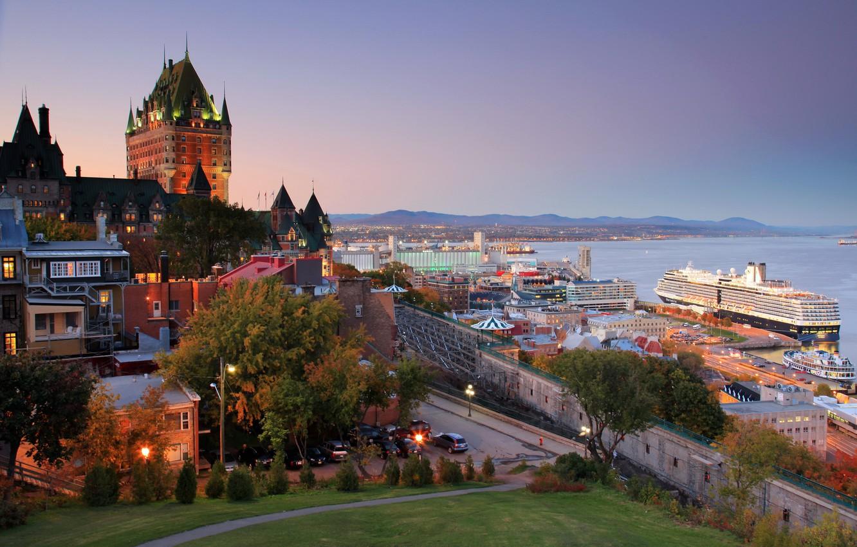Фото обои море, пейзаж, закат, город, замок, дома, вечер, порт, Канада, залив, набережная, Квебек, провинция, лайнер., круизный, …