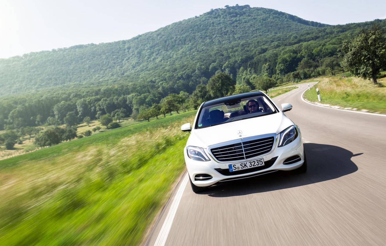 Фото обои движение, холмы, Mercedes-Benz, скорость, white, AMG, front, Stuttgart, S Class, S500