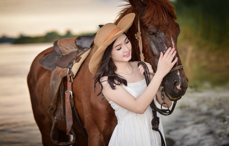 Фото обои улыбка, конь, лошадь, шляпа, азиатка