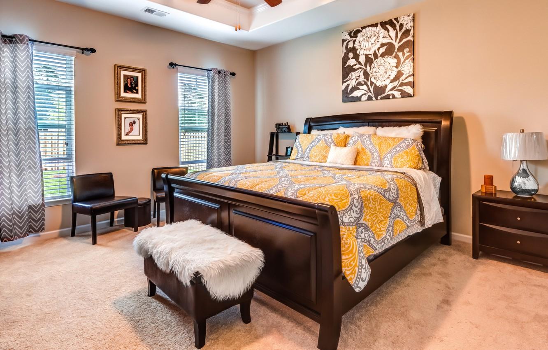 Фото обои дизайн, ковер, окна, лампа, кровать, картина, кресло, подушки, шторы, спальня, комод
