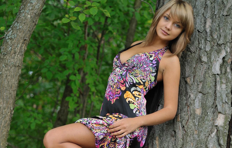 Фото обои лес, девушка, дерево, милая, платье, блондинка, lada d